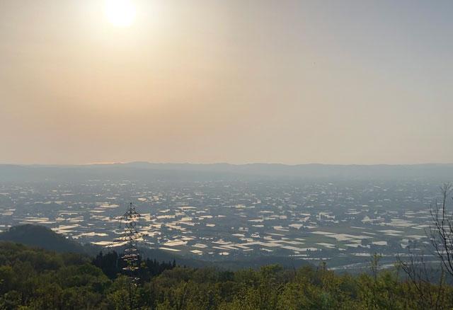 【絶景】砺波平野の散居村の夕焼け、鉢伏山からの眺め