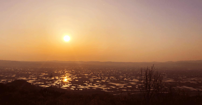 【絶景】砺波平野の散居村の夕焼け