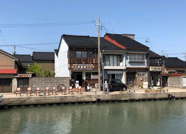 新湊内川の我楽堂(がらくどう)