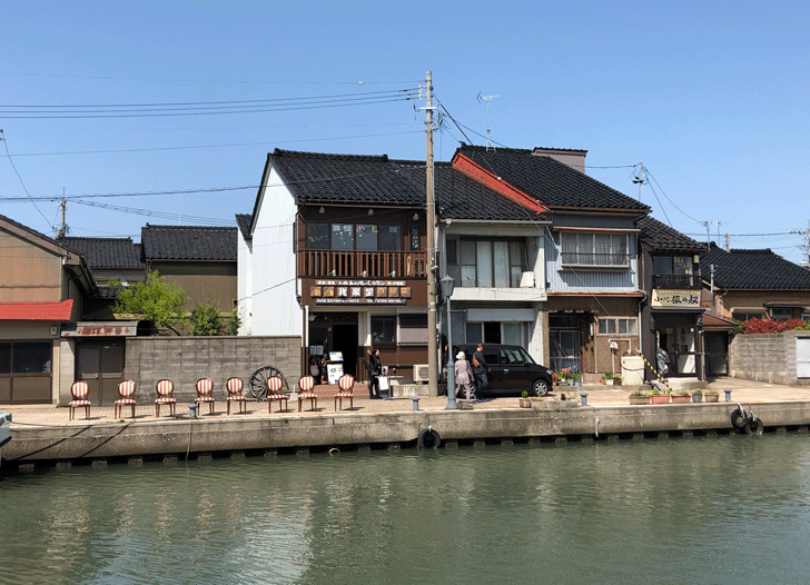 新湊内川の我楽堂