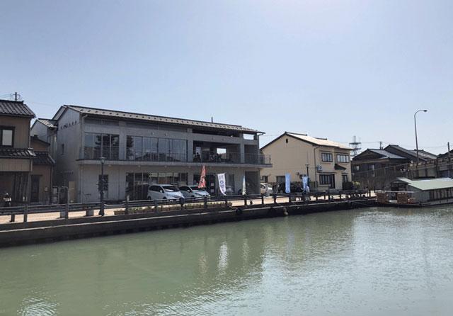射水市の内川沿いにある川の駅新湊