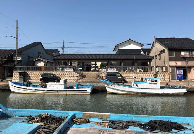 射水市内川の観光駐車場と休憩所