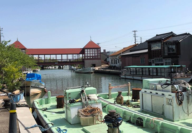 光スポット「日本のベニス新湊内川」にかかる東橋(近くから)