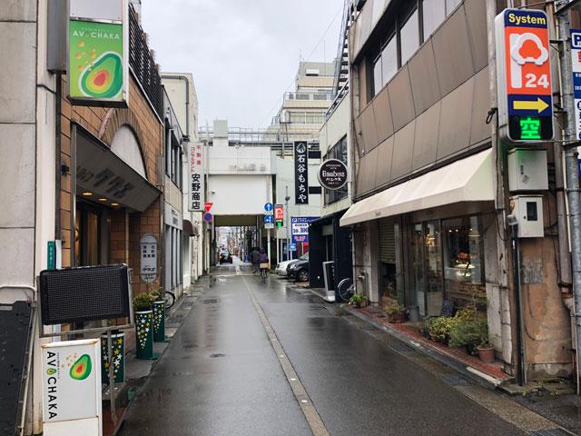 富山市中央通りにある石谷もちやの店舗外観2