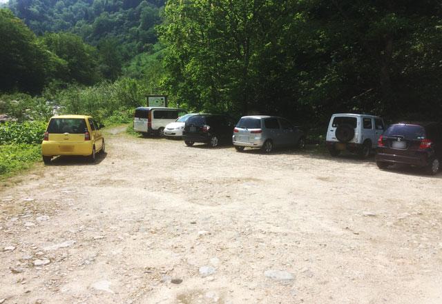 中山登山口駐車場