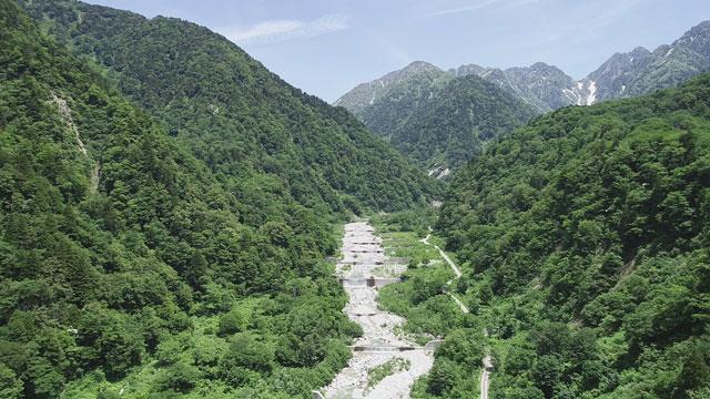 上市町番場島を流れる白萩川