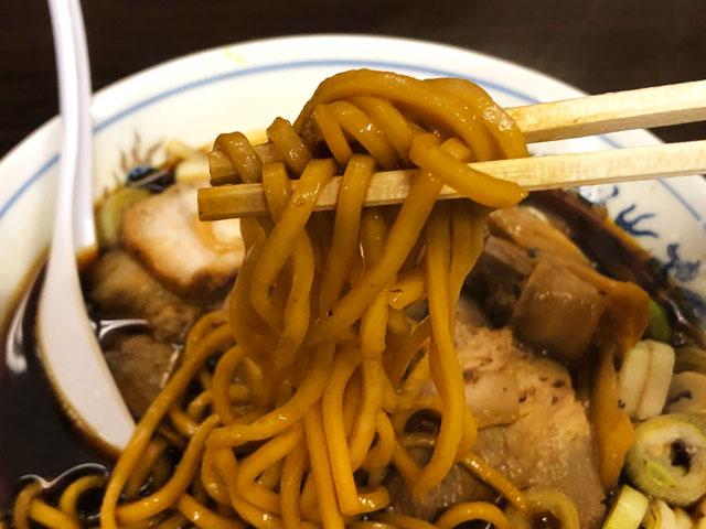 西町大喜の元祖富山ブラックラーメンの麺