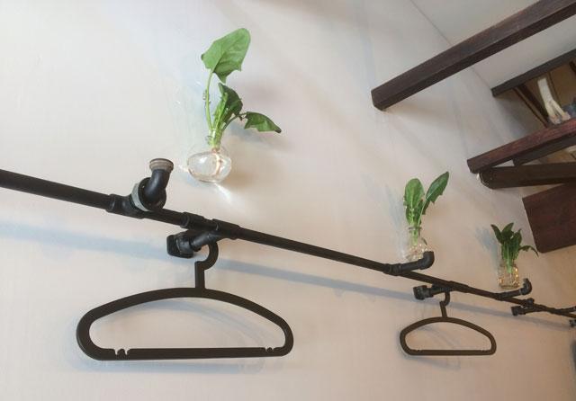 高岡市山町ヴァレーの麺処 緑菜軒(りょくさいけん)の店内に飾られたほうれん草