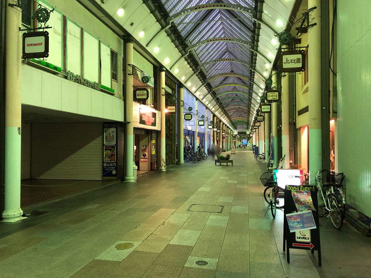 田舎の富山の地方都市中心商店街