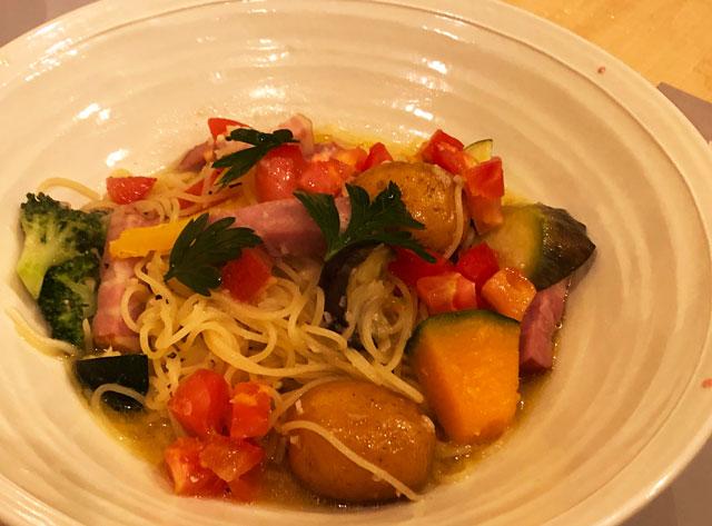 イタリア料理屋「TRATTORIA SACCHI(トラットリア サッチ)」のベーコンと野菜のアーリオオーリオ