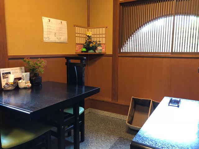 四十萬亭(しじまてい)のテーブル席