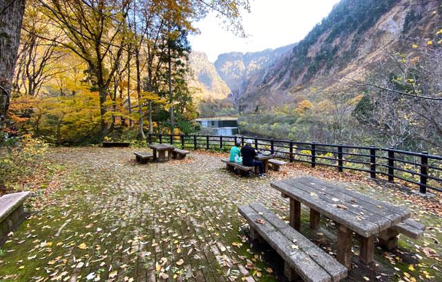 称名滝展望広場休憩所からの景色