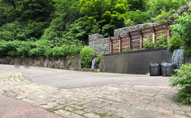 落差日本一の観光スポット「称名滝 しょうみょうだき」の湧き水ポイント