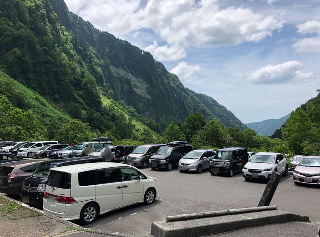 落差日本一の観光スポット「称名滝 しょうみょうだき」の駐車場