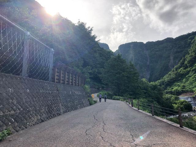 落差日本一の観光スポット「称名滝 しょうみょうだき」までの道