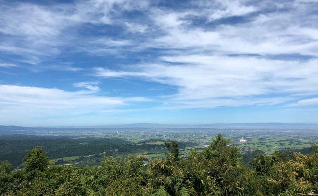 尖山(とんがり山)の頂上から見える富山平野