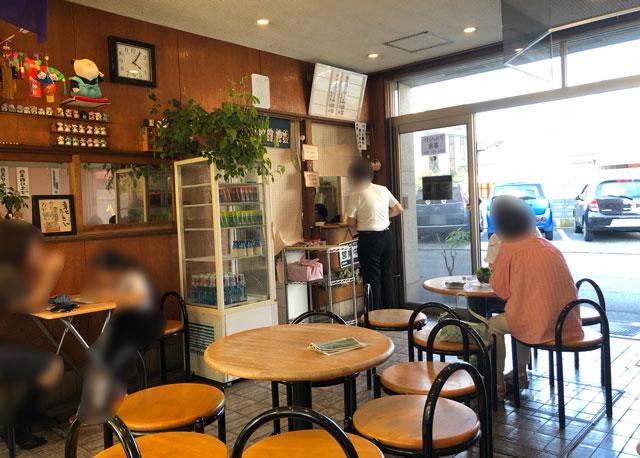 富山の老舗甘味屋「山川いもや本店」の店内
