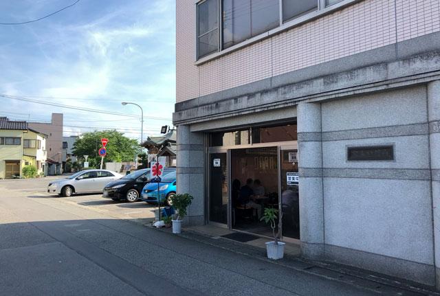 富山の老舗甘味屋「山川いもや本店」の店舗外観