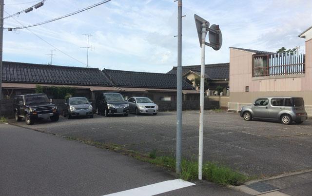 富山の老舗甘味屋「山川大泉店」の駐車場