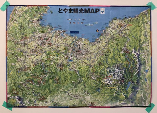 富山駅徒歩6分の格安ゲストハウス「いるかホステル」のキッチンにある富山の観光マップ
