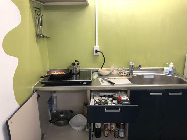 富山駅徒歩6分の格安ゲストハウス「いるかホステル」のキッチン設備