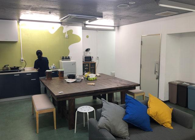 富山駅徒歩6分の格安ゲストハウス「いるかホステル」のキッチン&レストルーム