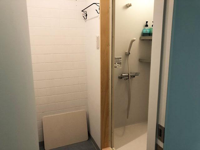 富山駅徒歩6分の格安ゲストハウス「いるかホステル」のシャワールーム