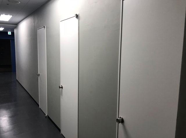 富山駅徒歩6分の格安ゲストハウス「いるかホステル」の3つのトイレ