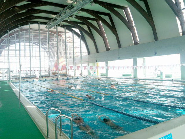 富山県射水市の海竜スポーツランドのプール