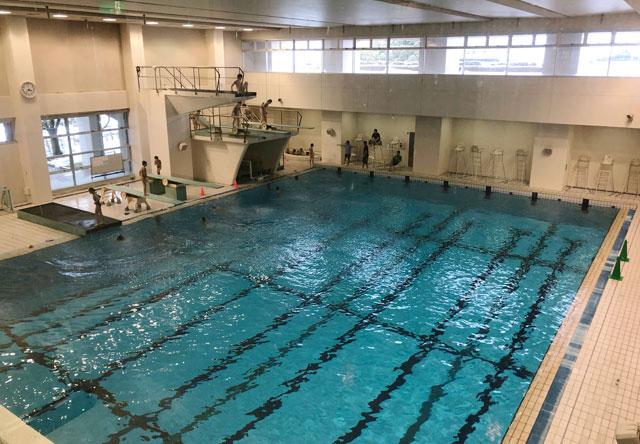 富山県総合体育センターの飛び込みプール