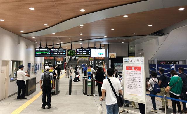 おわら風の盆の時のJR富山駅の改札口