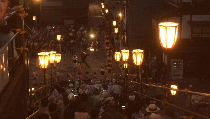 「越中八尾おわら風の盆」上新町の階段下での踊り