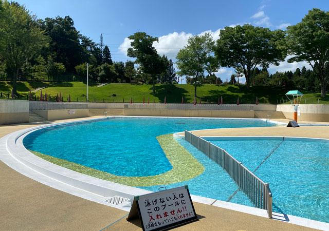 富山県射水市の太閤山ランドのプール広場のアダルトプール