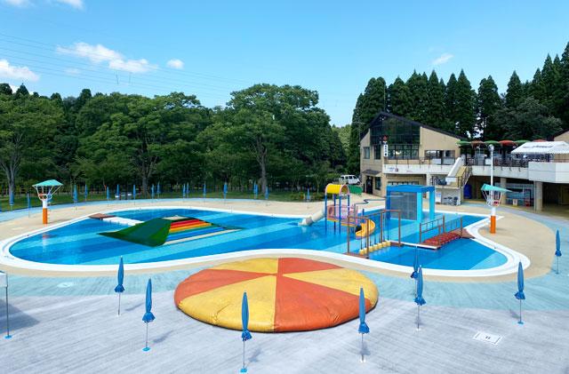 富山県射水市の太閤山ランドのプール広場の水のおもちゃ箱