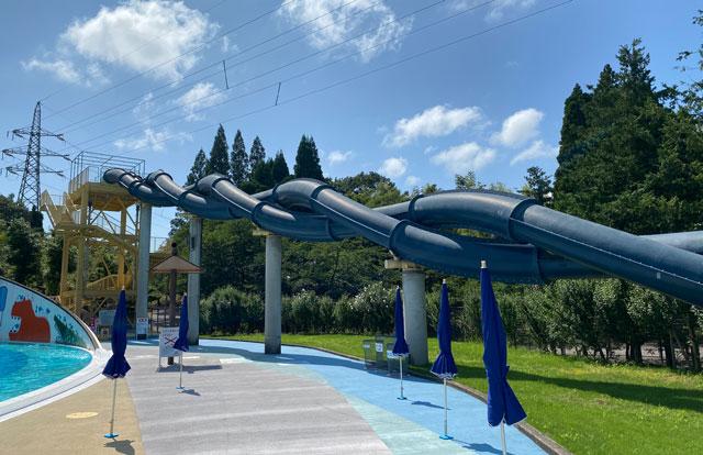 富山県射水市の太閤山ランドのプール広場のアクアツイスト
