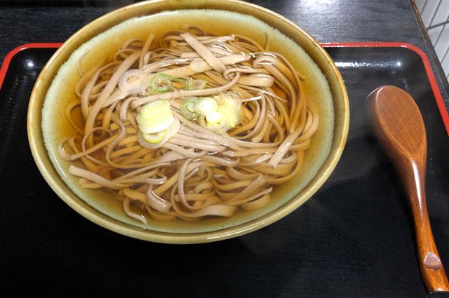 越中八尾の手打ち蕎麦「高野」の温かい蕎麦