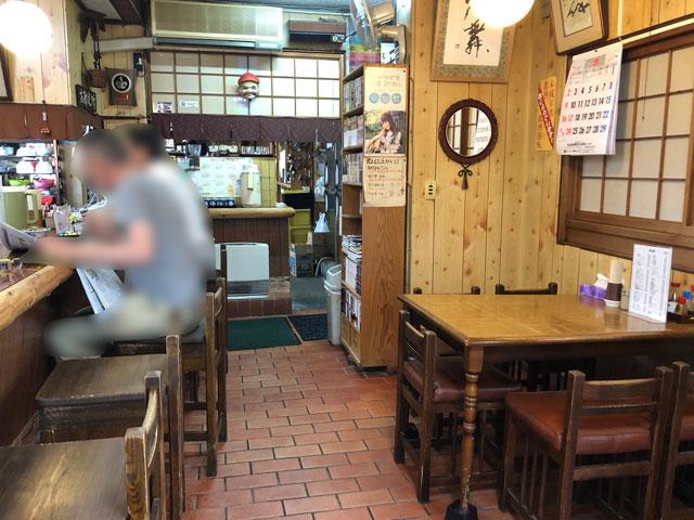 新湊高校にも地元にも密接したひさみなと食堂の店内
