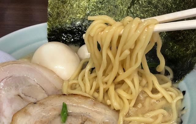横浜家系ラーメン「魂心家(こんしんや)」のラーメンの麺