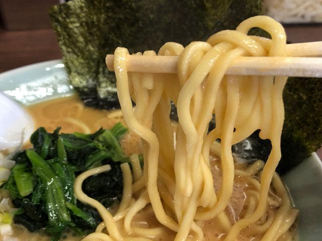 富山市秋吉の富山 魂心家(こんしんや)の豚骨味噌ラーメンの麺