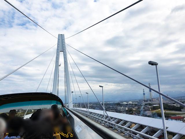 SKY BUS TOYAMA(スカイバストヤマ)から見る新湊大橋
