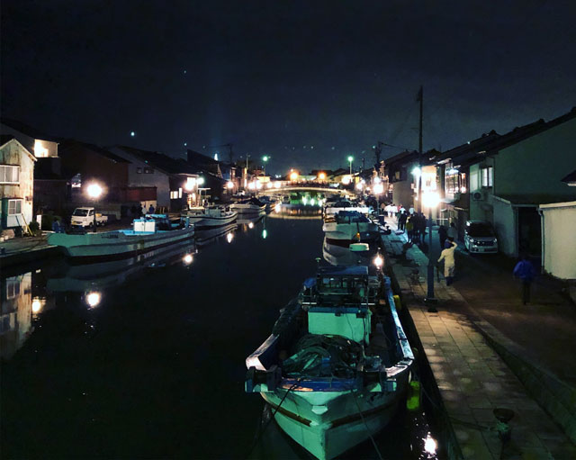 射水市新湊、内川の夜景