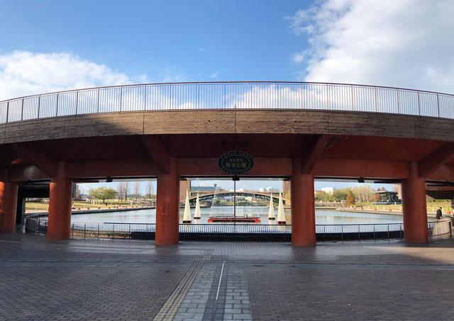 富岩運河環水公園の泉と滝の広場