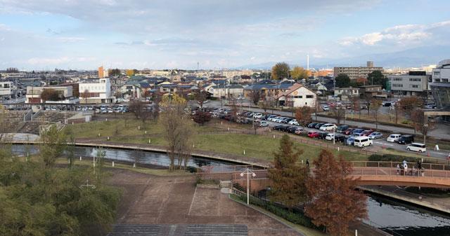 富山市富岩運河環水公園の無料駐車場1俯瞰