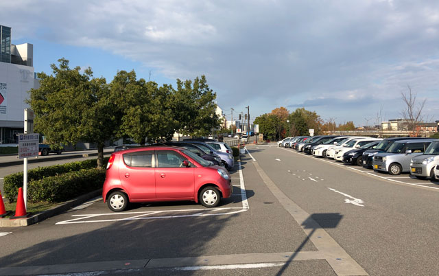 富山市富岩運河環水公園の無料駐車場4