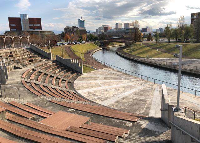 富岩運河環水公園の野外劇場