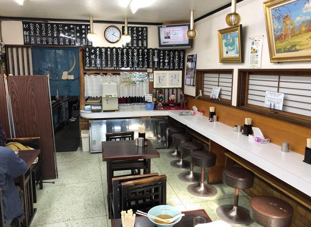 新湊の麺処スパローの店内