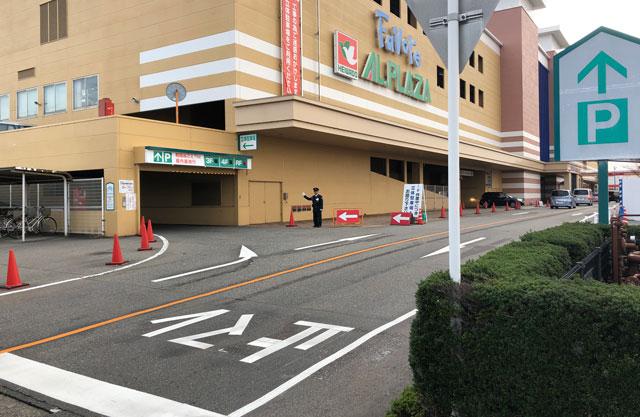 ファボーレ富山の裏側の立体駐車場