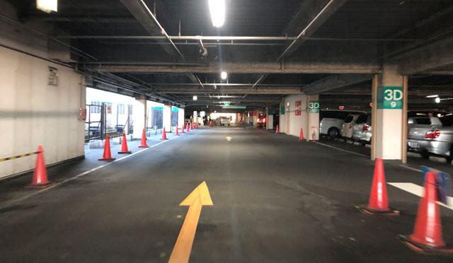 ファボーレ富山の裏側から映画館に近い駐車場への道