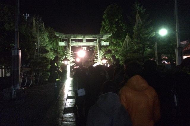 富山 日枝神社(山王さん)の初詣参拝の行列