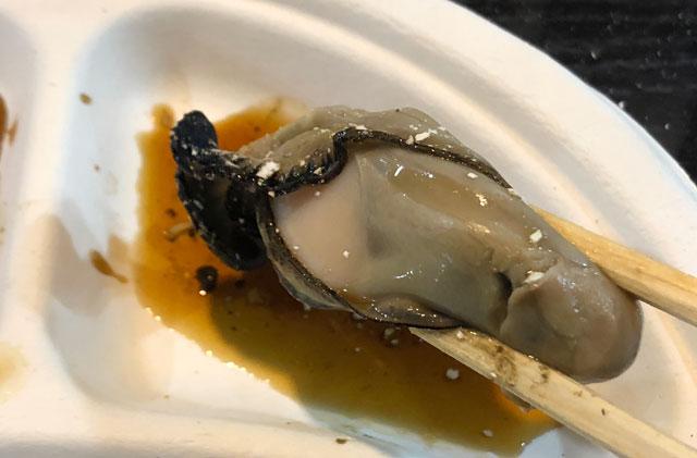 「東北復興支援 牡蠣奉行2018 富山」の焼いて殻を剥いた牡蠣